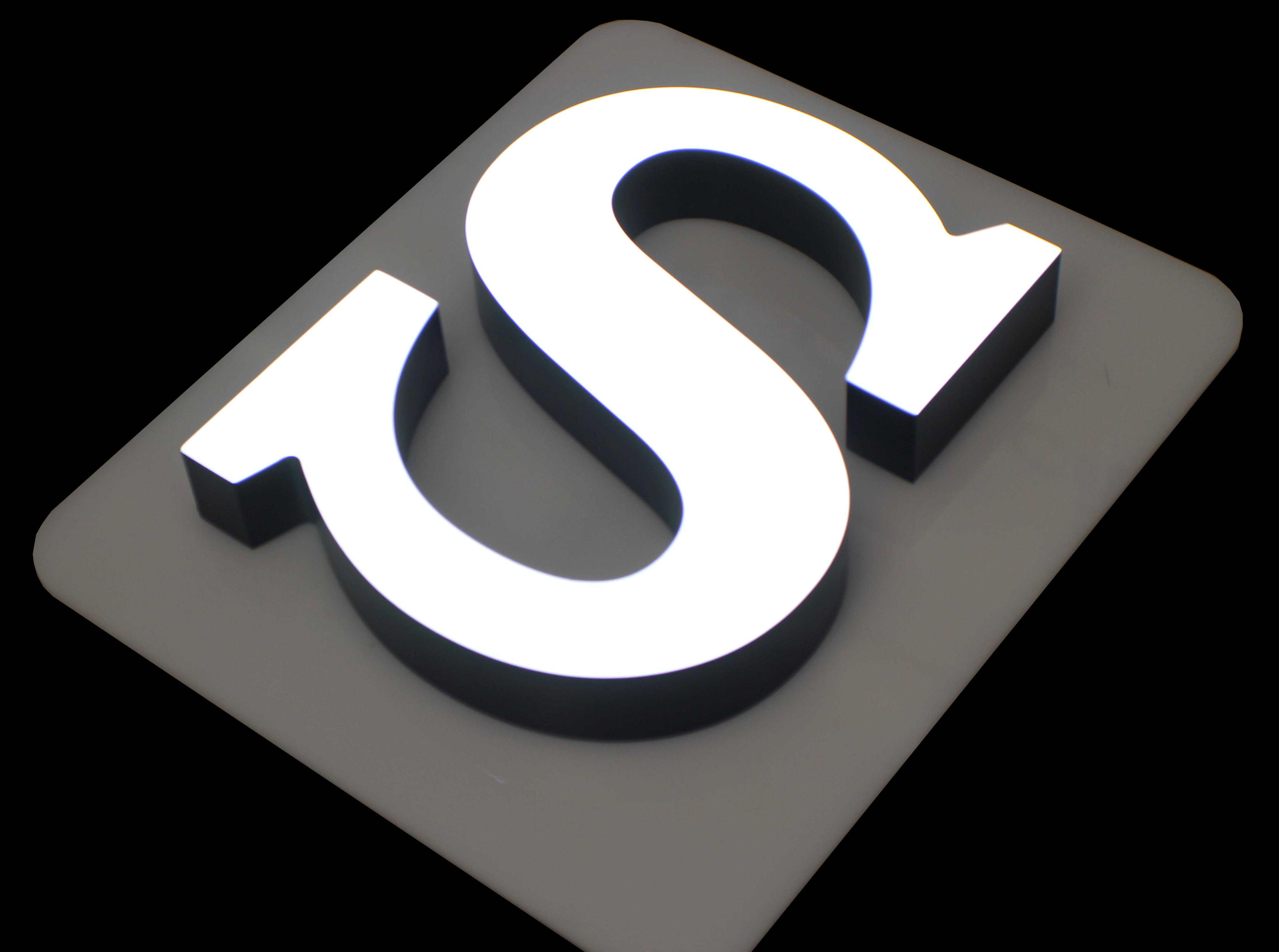 Объемные буквы - популярный способ представить бренд